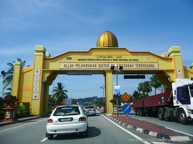 http://www.backpackingmalaysia.com/images/gallery/east-coast-malaysia/entrance-gate-to-terengganu-state.jpg