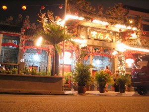 Georgetown / Penang,  illuminated temple