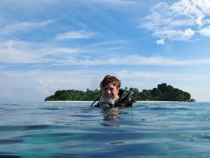 sipadan-diver-in-front-of-the-island.jpg