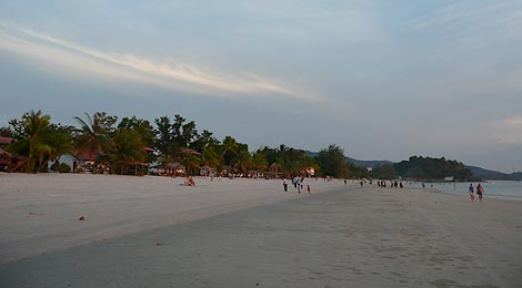 Pantai Cenang at low tide and sunset