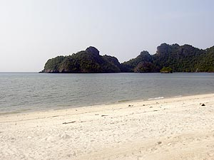 Tanjung Rhu Beach, wide and empty beach at the north of the island. home of the fancy Tanjung Rhu and Four Seasons resort and starting point of Mangrove River tours