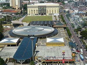 Dataran Pahlawan, Dataran Pahlawan is a shopping mall near A Famose with a Carrefour hypermarket and Golden Screen Cinemas