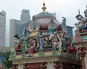 Sri Mariamman Temple, Singapores oldest and most important Hindu temple, right in the middle of Chinatown