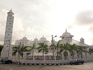 Zainal Abidin Mosque, The mosque, also known as the White Mosque or the Big Mosque, was built by Sultan Zainal Abidin II between 1793 and 1808 but has been renovated and extended after that.